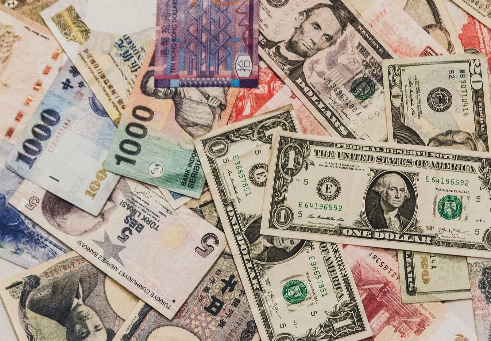 長期も短期も必読!海外旅行でのお金の持ち運び方5選!